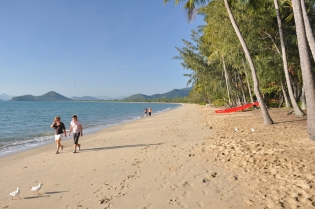 Early morning on Palm Cove beach