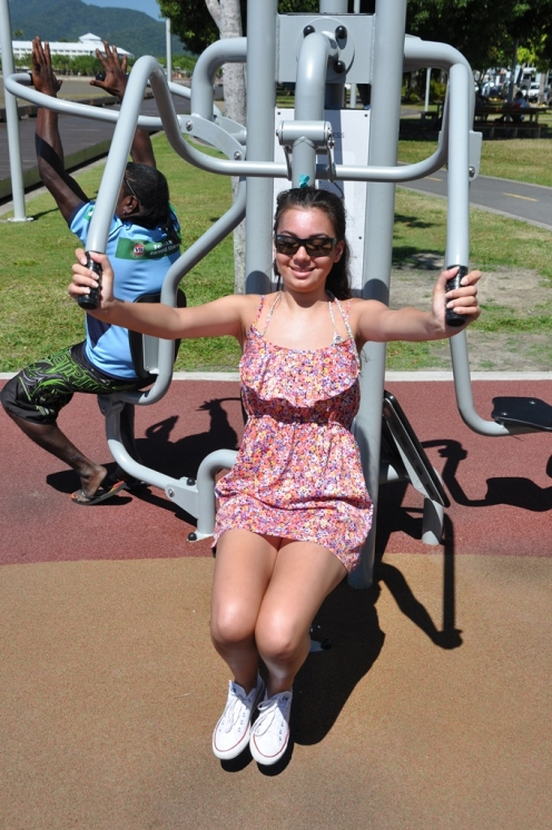 Ciara looking good on the gym equipment!