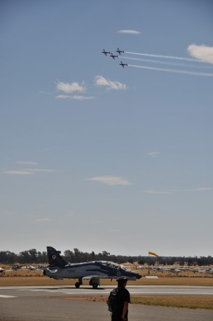 The RAAF Roulettes show us how its done.
