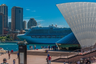 Circular quay, a cruise ship and the Opea House